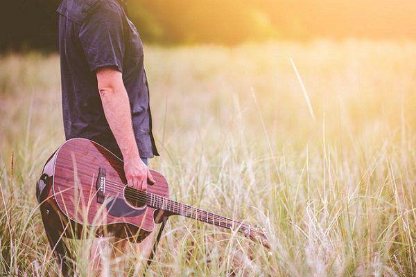 10 Ventajas de Aprender a Tocar la Guitarra